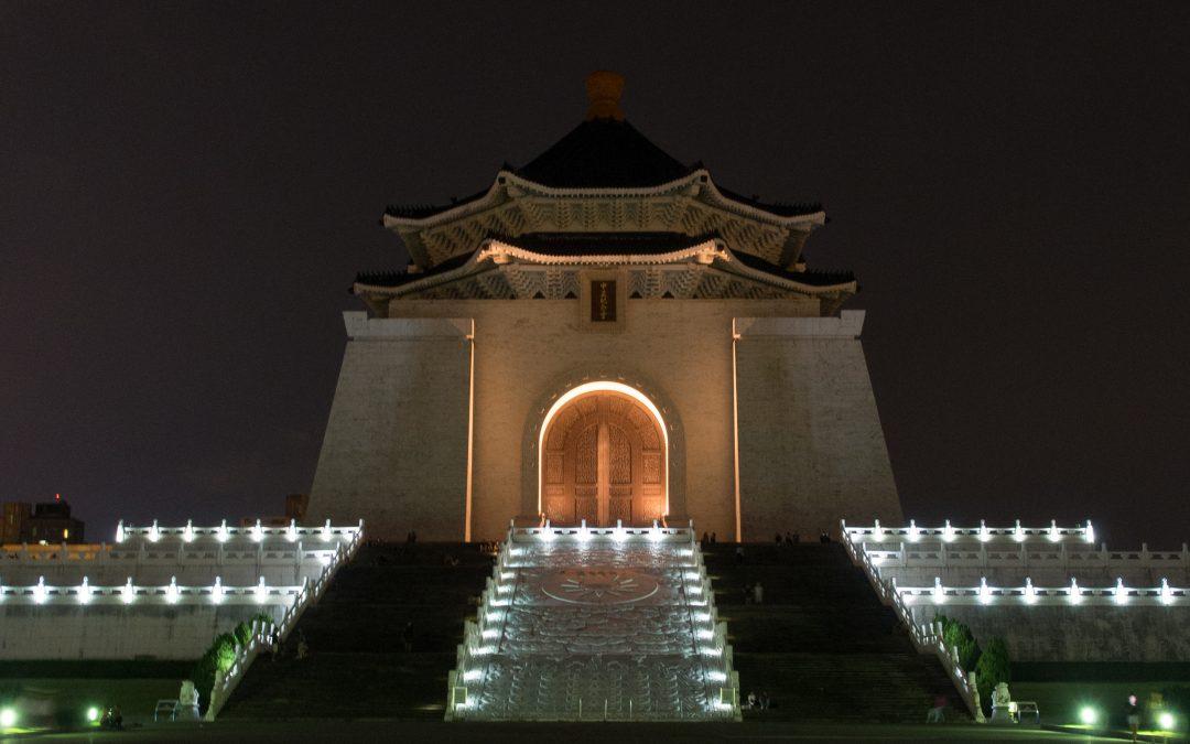 台北:中正 | 象徵自由平等的藍白建築~中正紀念堂
